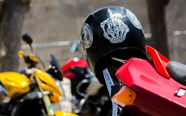 NERJA, Espanha - 10 de junho de 2018 moto rali no famoso cidade andaluza de Nerja. - foto de acervo