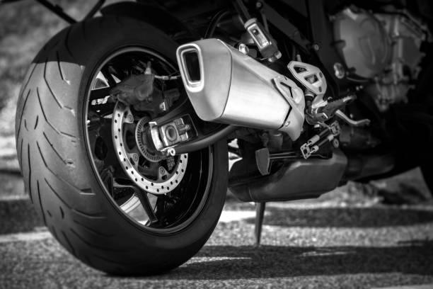 Motorrad Reifen und exhaust – Foto