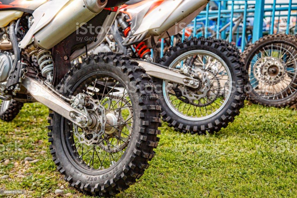 rueda de la motocicleta de cerca - Foto de stock de Aire libre libre de derechos