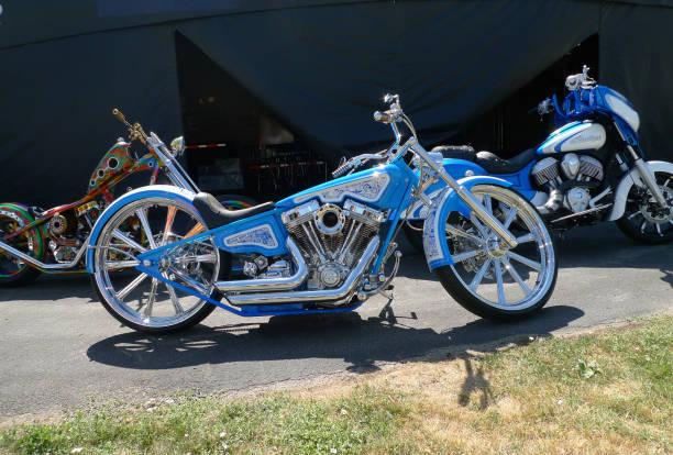Sturgis, Dakota du Sud - 4 août 2017: moto avec peinture détaillée bleue sur écran - Photo