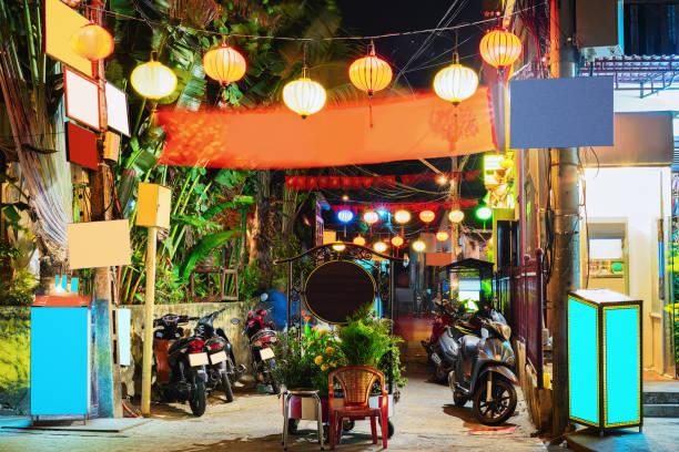 오토바이 거리의 오래 된 도시 호이 한 - 호이안 뉴스 사진 이미지