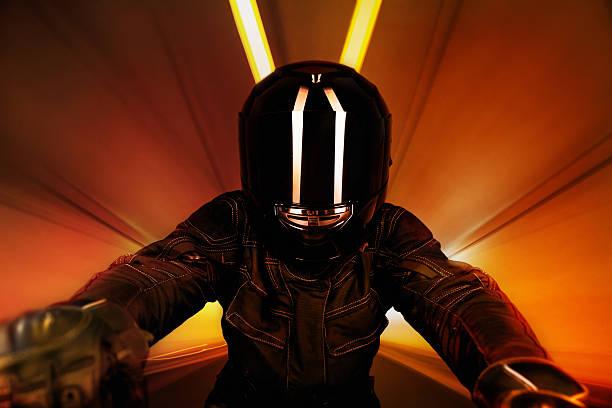 motorcyclist w tunelu - kask sportowy zdjęcia i obrazy z banku zdjęć