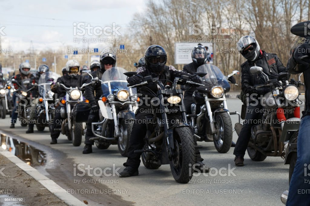 Motorradfahrer auf der Tagung zur Eröffnung der Saison Reiten gewidmet. – Foto