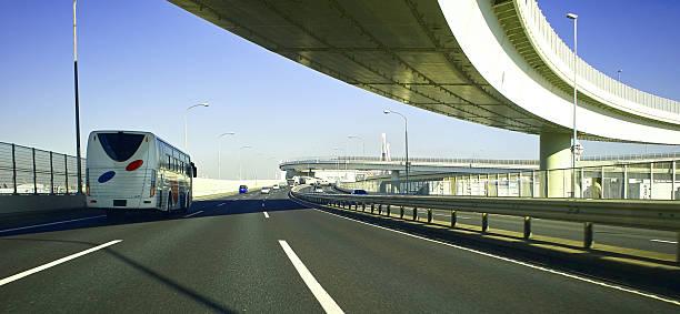 高速道路の - バス ストックフォトと画像