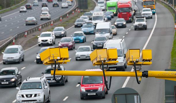 autobahn-kameras - geschwindigkeitskontrolle stock-fotos und bilder