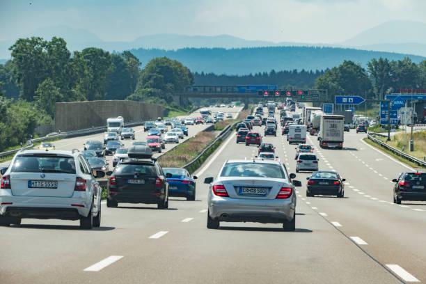 Autobahnverkehr auf der A9 in Richtung Österreich – Foto