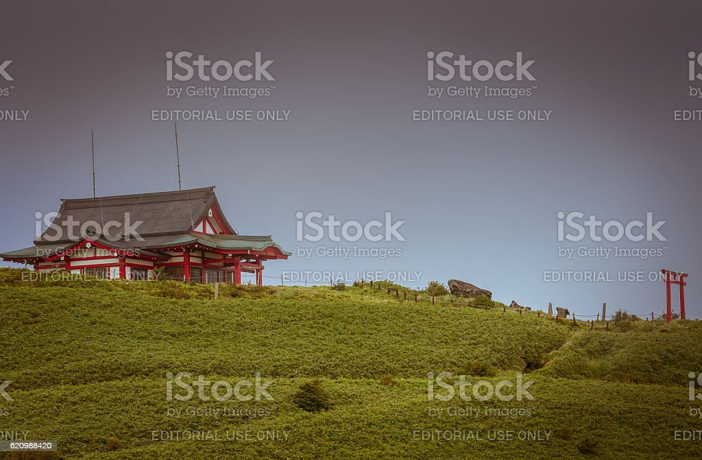 Mototsumya Shinto shrine on top of mount kamagatake. foto royalty-free