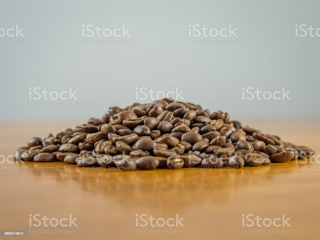 Mound of fresh whole coffee beans zbiór zdjęć royalty-free
