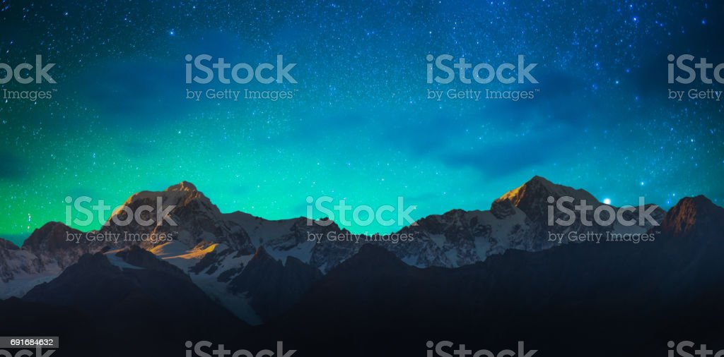 Monte Cook y el lago Matheson New Zealand con manera lechosa - foto de stock