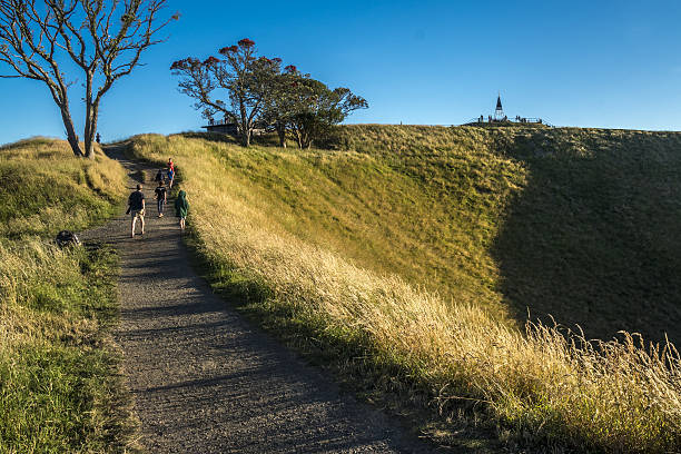 mount eden crater - nzgmw2017 stock pictures, royalty-free photos & images