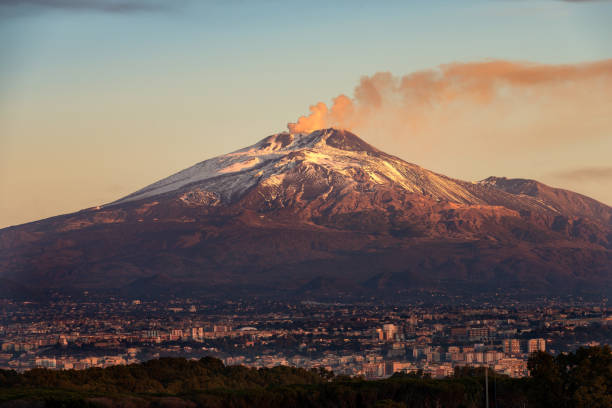 Mount Etna Volcano and Catania city - Sicily island Italy The mount Etna Volcano with smoke and the Catania city, Sicily island, Italy (Sicilia, Italia) sicily stock pictures, royalty-free photos & images