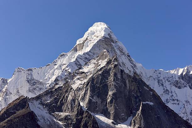 ама-даблам. эверест цепи. непал мотивы - moraine стоковые фото и изображения