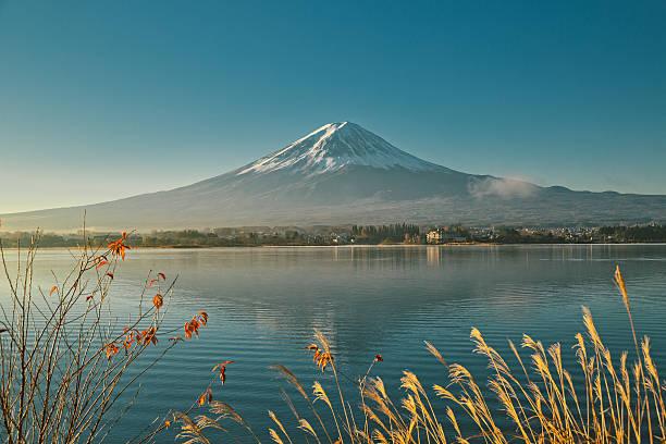 Mount Fuji and Lake Kawaguchi Mount Fuji and Lake Kawaguchi at autumn lake kawaguchi stock pictures, royalty-free photos & images