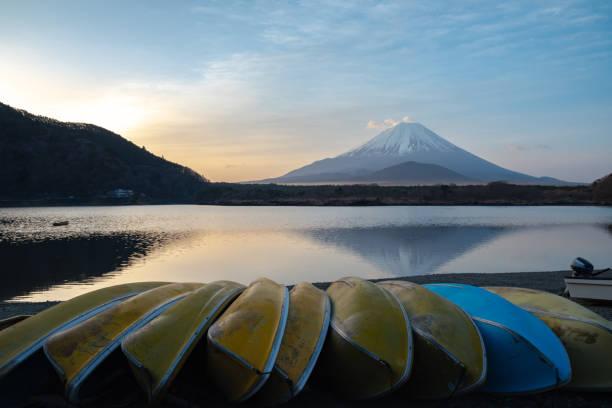 Mount Fuji and lake shore Mount Fuji with reflection on lake surface in sunrise time. beautiful landscape lake kawaguchi stock pictures, royalty-free photos & images