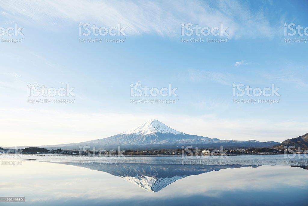 Monte Fuji con flor de cerezo - foto de stock