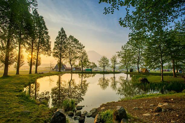 富士山の中の湖、日本。 - yamanaka lake ストックフォトと画像