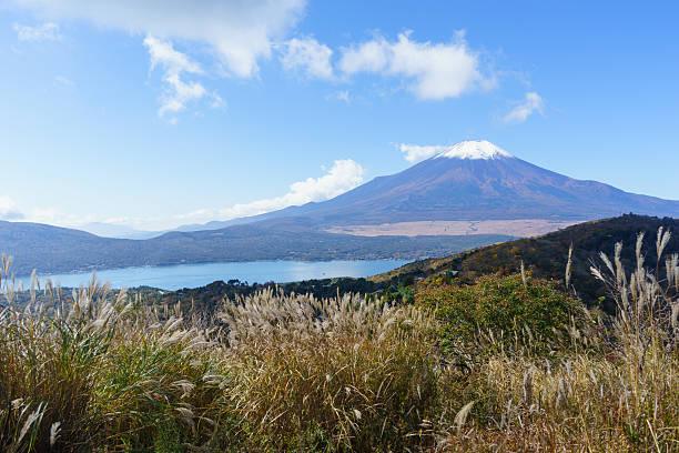 mount fuji view from top of mount hiraoyama, yamanashi - yamanaka lake ストックフォトと画像