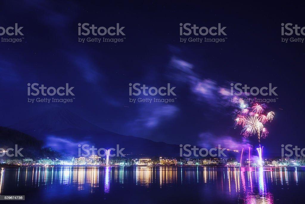 富士山を花火の湖畔順子冬は、山梨県 ストックフォト