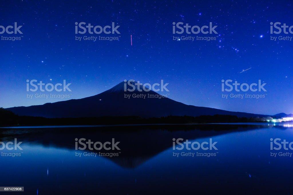 Mount Fuji with Orion, Lake Tanuki-ko ストックフォト