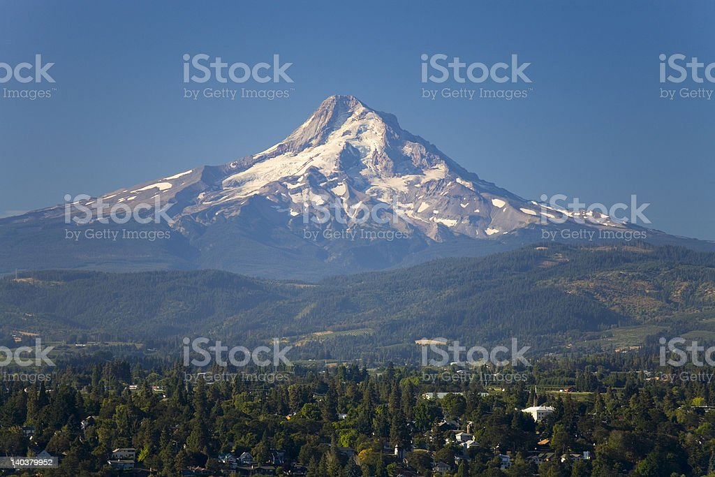 Mount Hood (3.420 m) am Columbia River stock photo