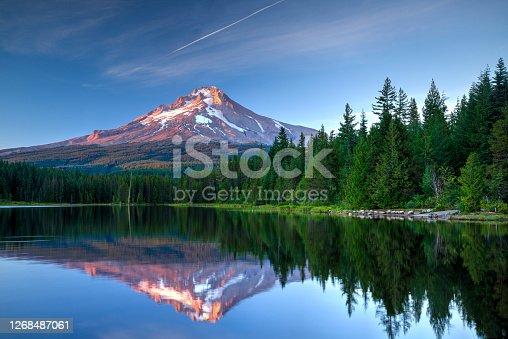 istock Mount Hood, Oregon 1268487061