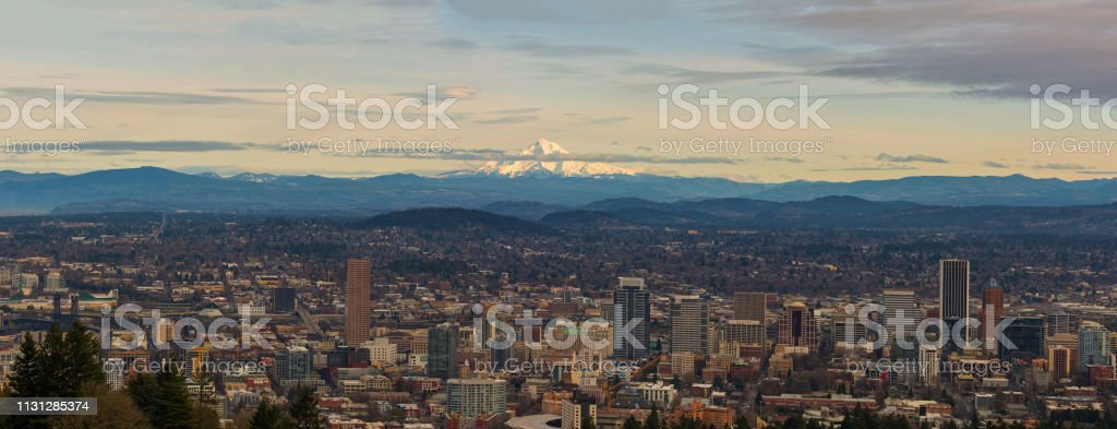 Blick auf die Innenstadt von Portland oder Stadtbild am Nachmittag im Winterpanorama – Foto
