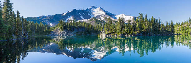 mount jefferson - góry kaskadowe zdjęcia i obrazy z banku zdjęć