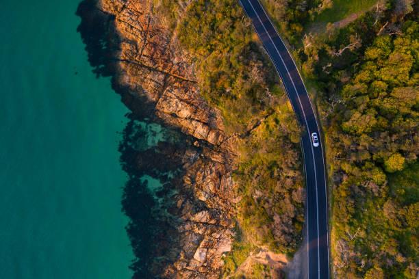 mount martha kustweg antenne - vanuit een drone gezien stockfoto's en -beelden