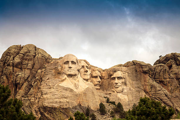 Mount Rushmore National Memorial Park in South Dakota, USA. Scul Mount Rushmore National Memorial Park in South Dakota, USA. Sculptures of former U.S. presidents; George Washington, Thomas Jefferson, Theodore Roosevelt and Abraham Lincoln. mount rushmore stock pictures, royalty-free photos & images