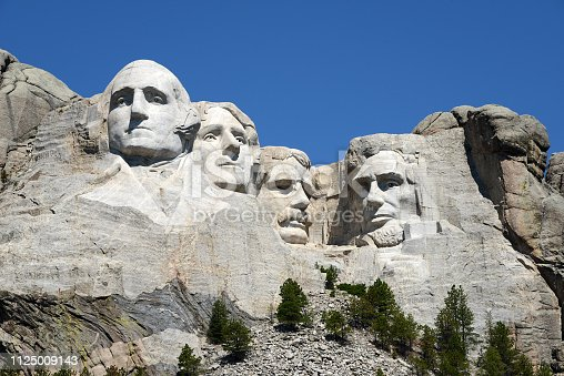 world famous rock presidents' sculptures in Mount Rushmore National Park