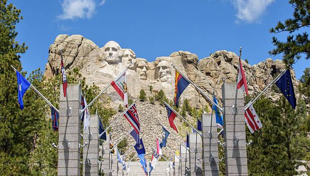monte rushmore presidentes e estado flags - presidents day - fotografias e filmes do acervo