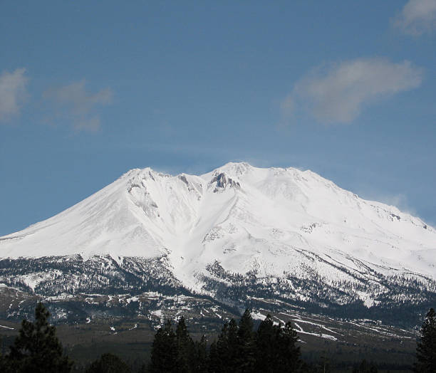 mount shasta - ccsccs7 stock pictures, royalty-free photos & images