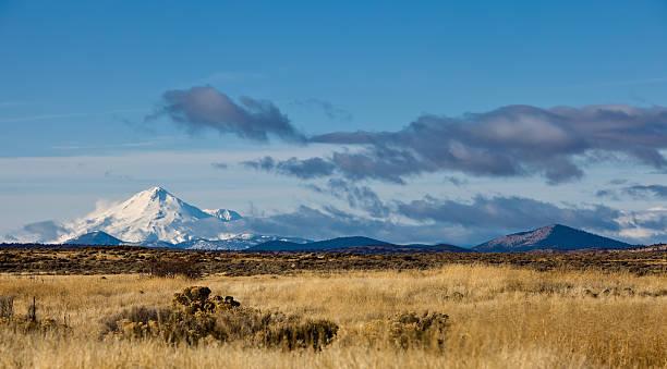 berg mount shasta - lenticular stock-fotos und bilder