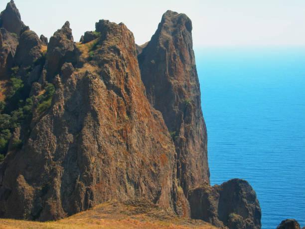 Montanha e mar - foto de acervo