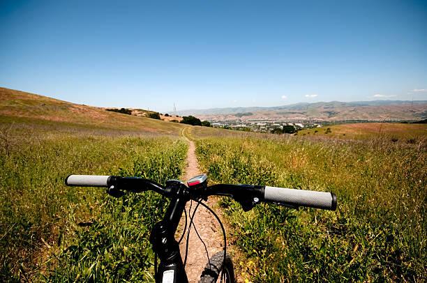 mountain bike haltegriffen und trail - mark tantrum stock-fotos und bilder