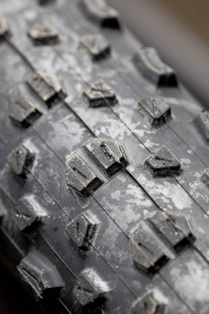 mountain bike tread, pneumatico montain bike - gigifoto foto e immagini stock