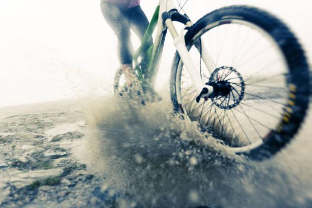 La course de VTT en flaque - Photo