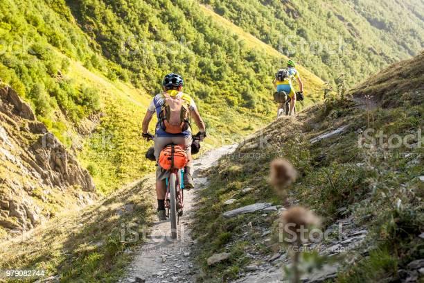 Mountainbiker Sind Im Hochland Von Tuscheti Region Georgien Reisen Stockfoto und mehr Bilder von Abenteuer