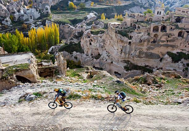 山のサイクリング・ルートトルコで散策 - 自然旅行 ストックフォトと画像