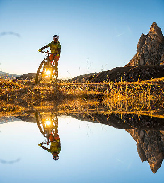 Mountainbiker auf den See – Foto