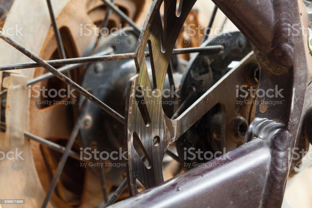 Detalle de frenos de disco de bicicletas de montaña - foto de stock