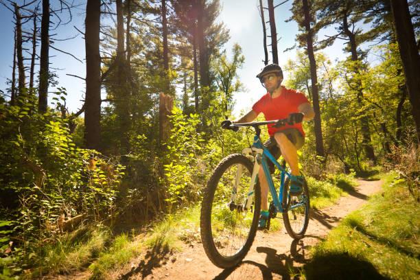 Mountainbiken im Wooded Biking Trail in Minneapolis, Minnesota, USA – Foto