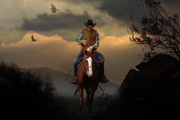 mountain cowboy. - schönen abend bilder stock-fotos und bilder