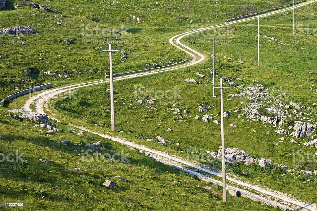 Montagna Strada in terra battuta con curve. - foto stock