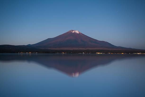 mountain fuji and lake yamanakoko in morning autumn season - yamanaka lake ストックフォトと画像