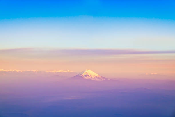 山藤全景静岡県富士市、日本。 ストックフォト