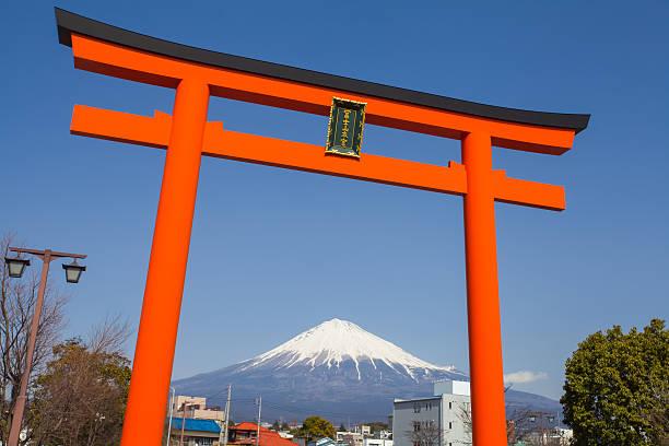 Mountain Fuji Traditional Japanese gate torii and view of Mountain Fuji torii gate stock pictures, royalty-free photos & images