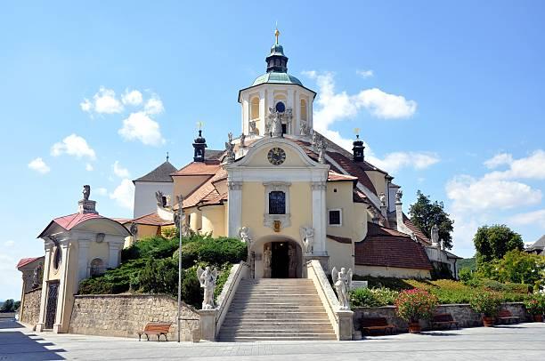 mountain/haydn kirche in eisenstadt, burgenland - burgenland stock-fotos und bilder