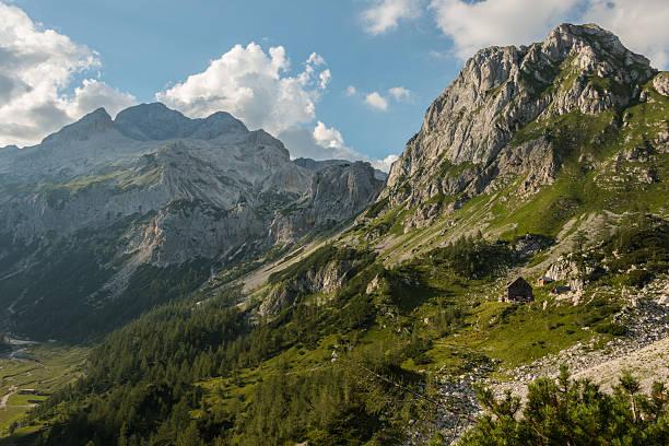 Berghütte im valley nahe Triglav peak – Foto