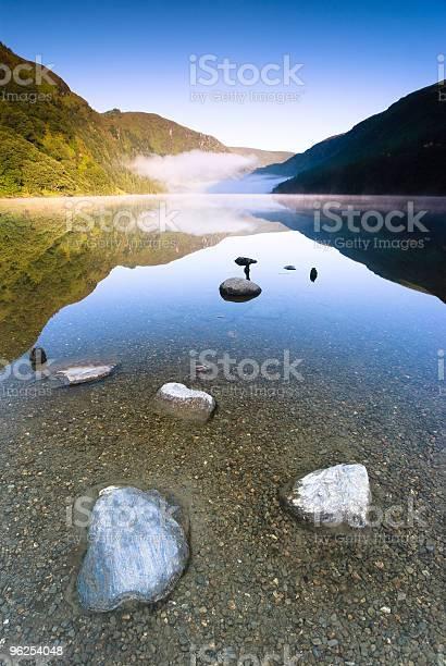 Foto de Lago De Montanha e mais fotos de stock de Azul